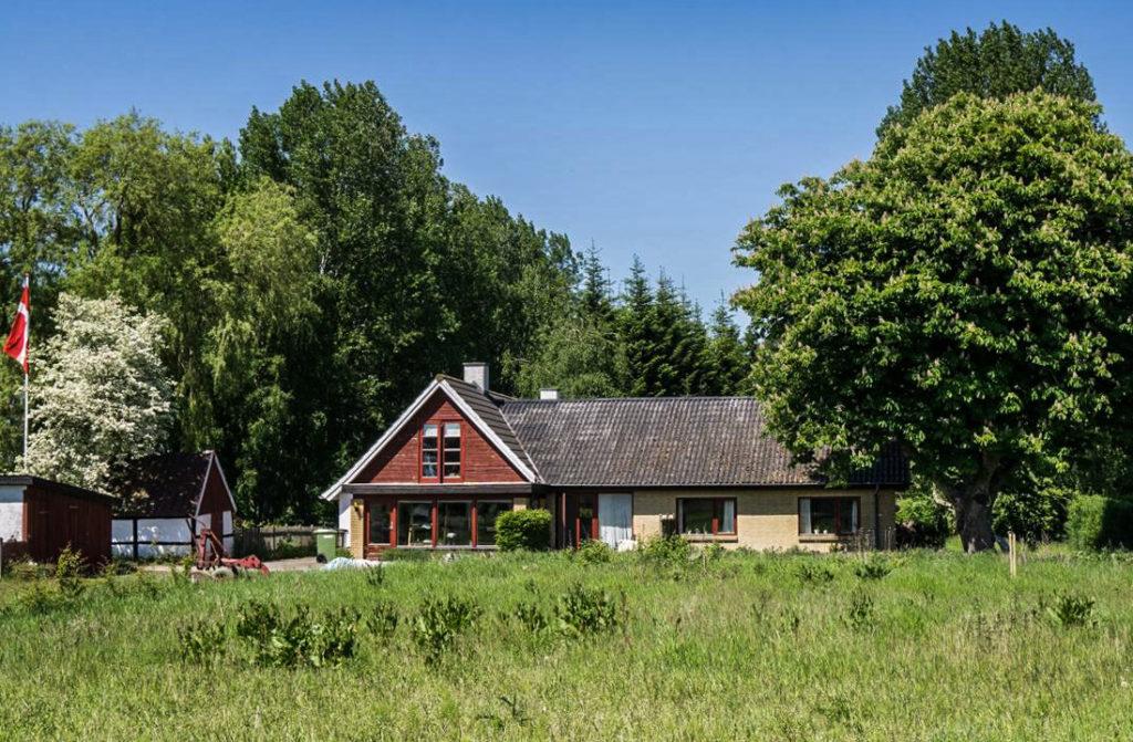 Tokkeruplund Farmstay er et moderne refugie, der tilbyder bæredygtige ferieophold i landlige omgivelser.